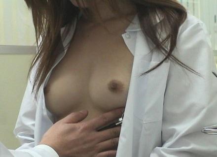 【おっぱい】健康診断でおっぱいをさらけ出しちゃっている女の子のおっぱい画像がエロすぎる!【30枚】 19
