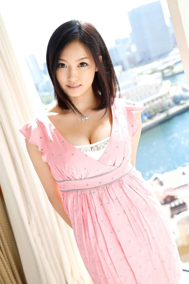 【おっぱい】色白でスレンダー美乳の秋田美人、柚月あいちゃんのおっぱい画像がエロすぎる!【30枚】 06