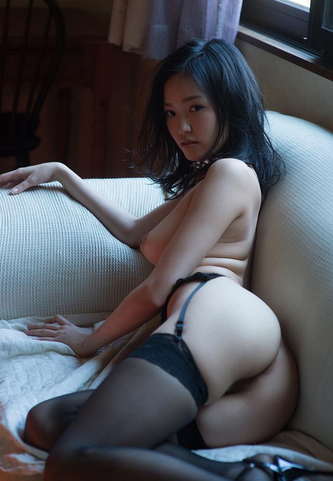 【おっぱい】色白でスレンダー美乳の秋田美人、柚月あいちゃんのおっぱい画像がエロすぎる!【30枚】 09