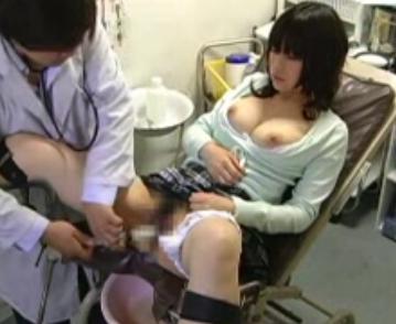 【おっぱい】分娩台に座らされていたずらされちゃっている女性のおっぱい画像がエロすぎる!【30枚】 05