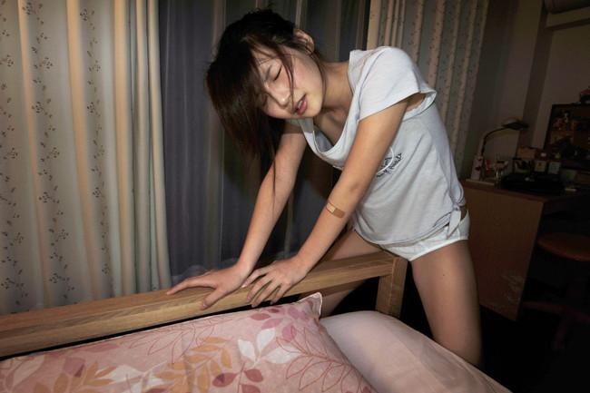 【おっぱい】角オナニーで激しくエクスタシーに浸っている女の子のおっぱい画像がエロすぎる!【30枚】 07
