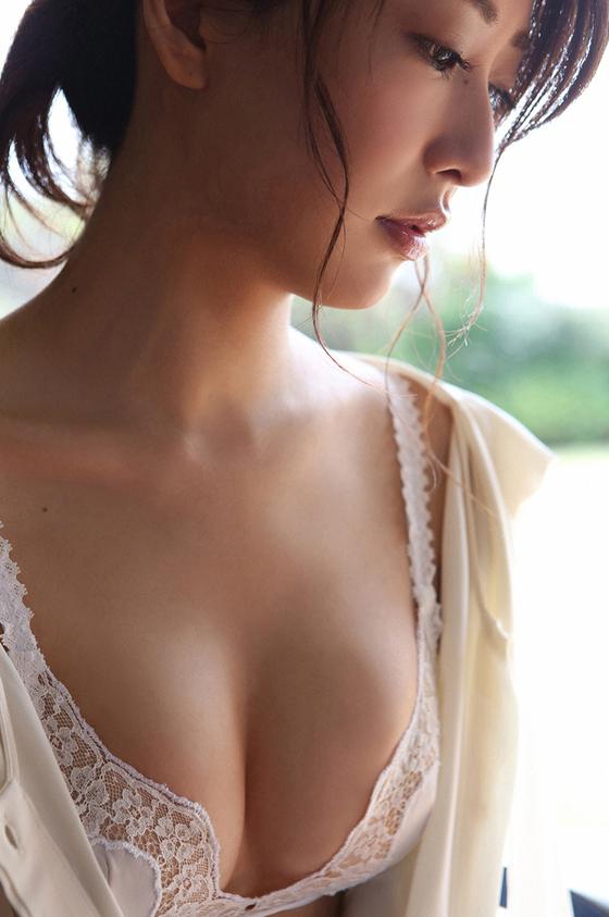 【おっぱい】No.1ホステスの経歴を持つ超美人でスレンダーな神室舞衣さんのおっぱい画像がエロすぎる!【30枚】 04