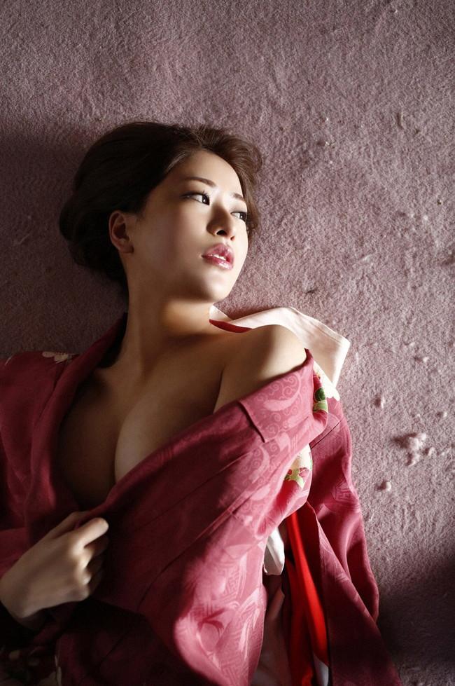 【おっぱい】No.1ホステスの経歴を持つ超美人でスレンダーな神室舞衣さんのおっぱい画像がエロすぎる!【30枚】 10