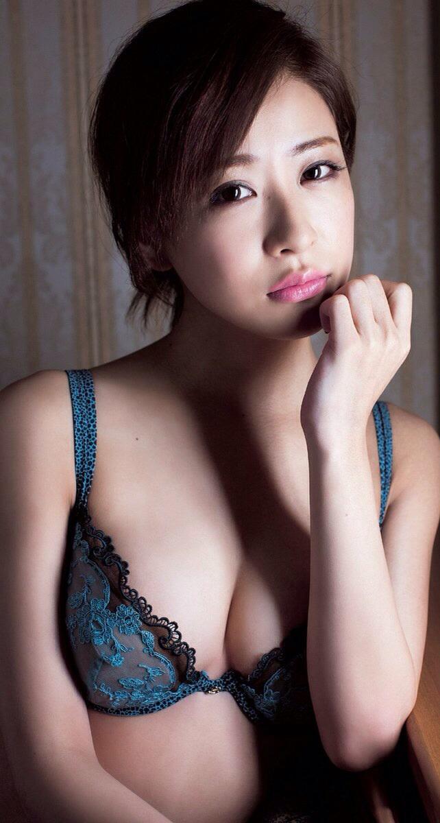 【おっぱい】No.1ホステスの経歴を持つ超美人でスレンダーな神室舞衣さんのおっぱい画像がエロすぎる!【30枚】 15