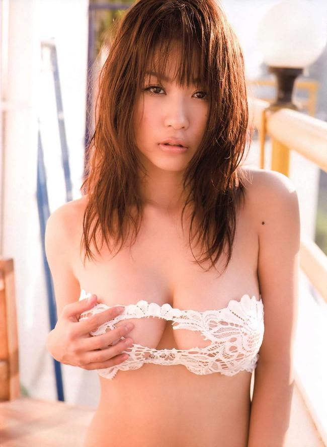 【おっぱい】Iカップ巨乳のグラビアアイドル・西田麻衣ちゃんのおっぱい画像がエロすぎる!【30枚】