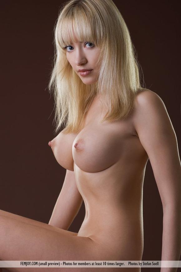 【おっぱい】スレンダーでグラマラスな白人の外国人の女性のおっぱい画像がエロすぎる!【30枚】 17