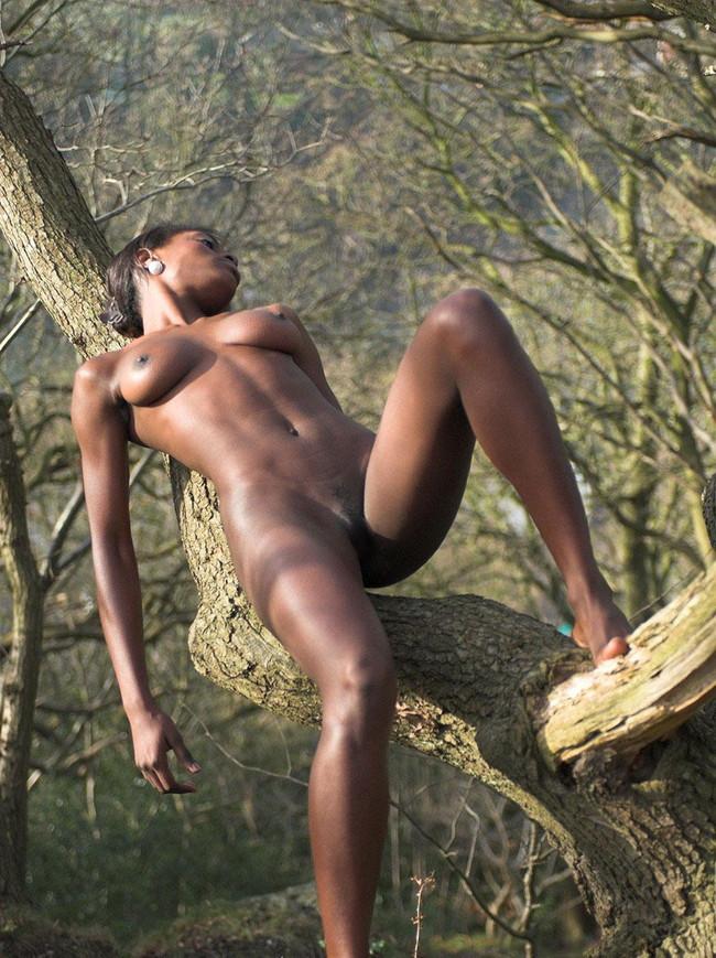 【おっぱい】エキゾチックでグラマラスな黒人の外国人の女性のおっぱい画像がエロすぎる!【30枚】 05