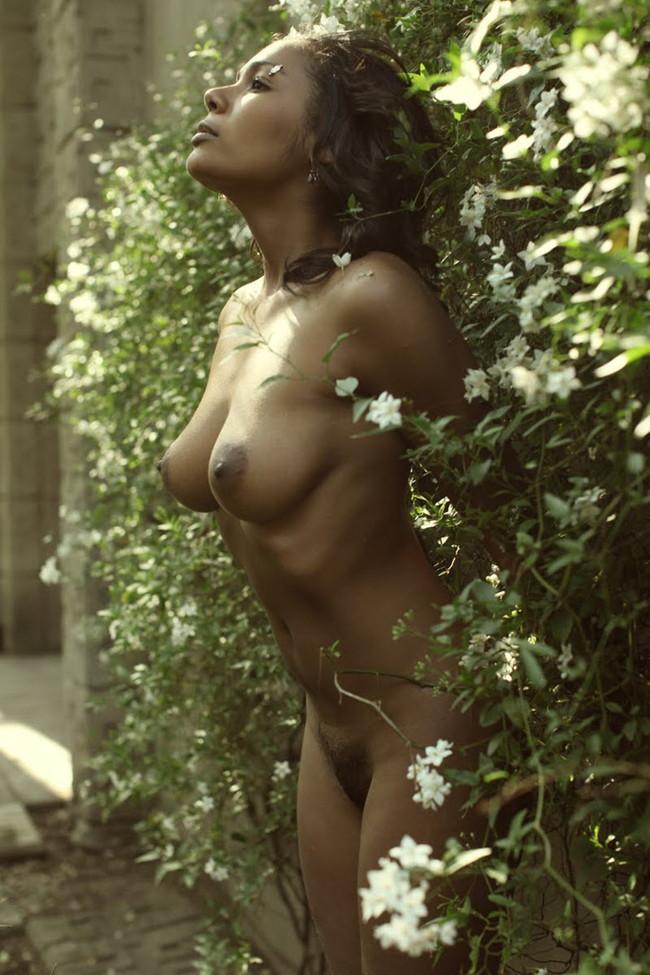 【おっぱい】エキゾチックでグラマラスな黒人の外国人の女性のおっぱい画像がエロすぎる!【30枚】 09