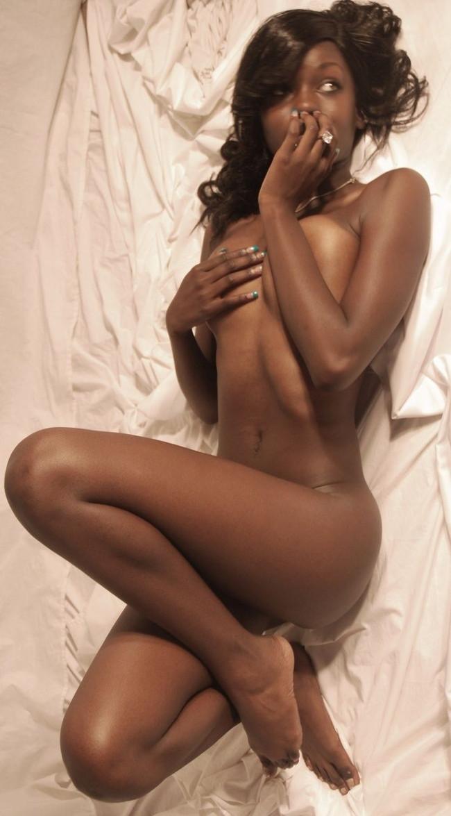 【おっぱい】エキゾチックでグラマラスな黒人の外国人の女性のおっぱい画像がエロすぎる!【30枚】 17