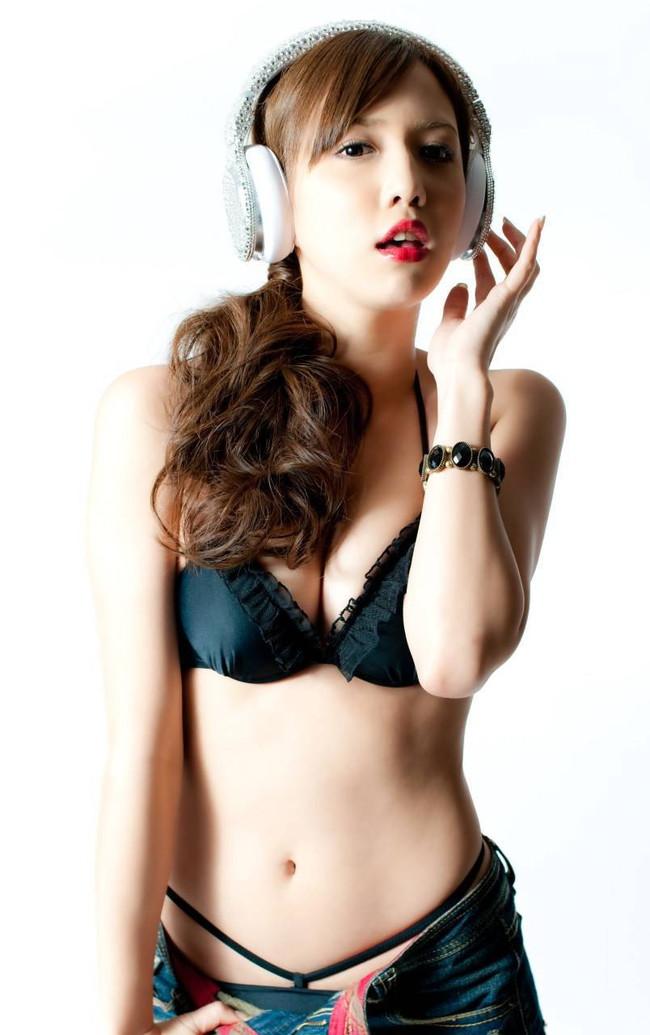 【おっぱい】マルチな活躍で大人気なグラビアアイドル・丸高愛実ちゃんのおっぱい画像がエロすぎる!【30枚】 20