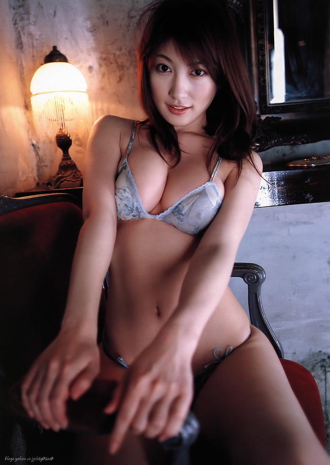 【おっぱい】グラビアアイドルとして一世風靡した熊田曜子さんのおっぱい画像がエロすぎる!【30枚】 01