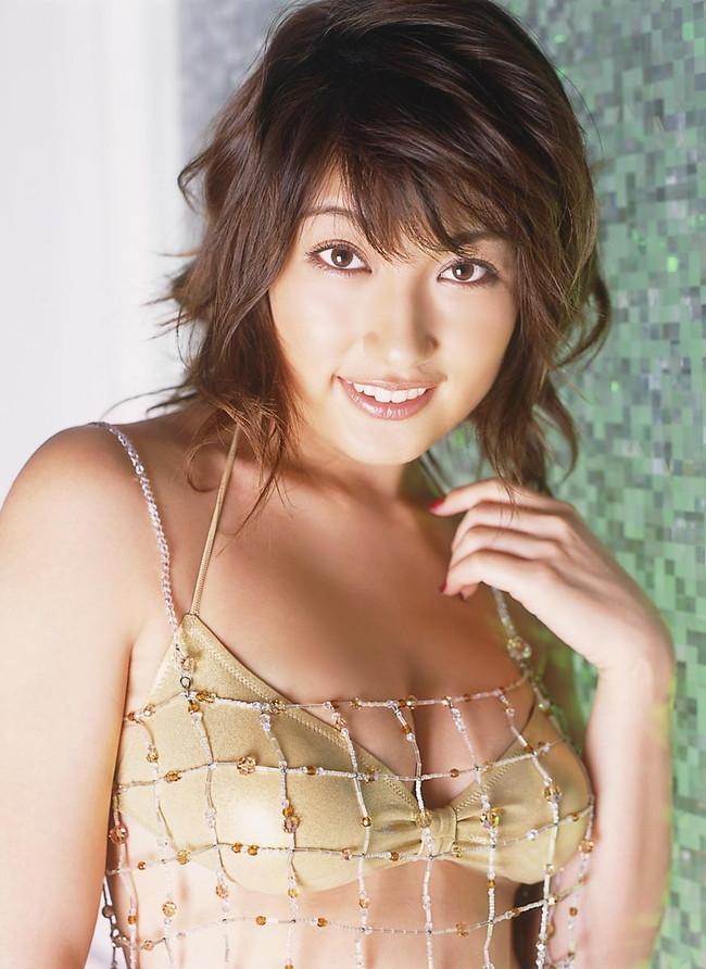 【おっぱい】グラビアアイドルとして一世風靡した熊田曜子さんのおっぱい画像がエロすぎる!【30枚】 17