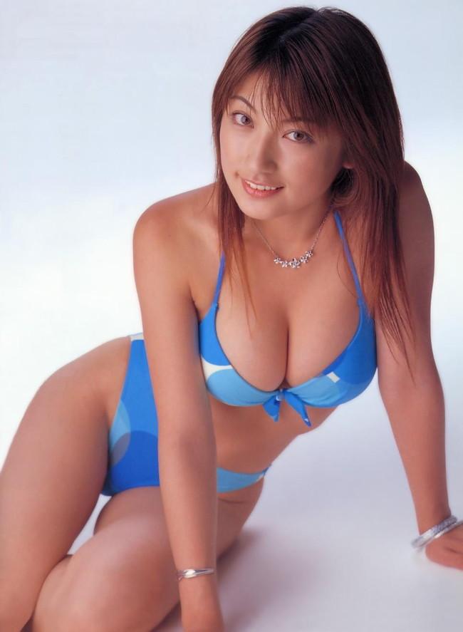 【おっぱい】グラビアアイドルとして一世風靡した熊田曜子さんのおっぱい画像がエロすぎる!【30枚】 23