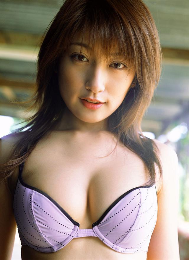 【おっぱい】グラビアアイドルとして一世風靡した熊田曜子さんのおっぱい画像がエロすぎる!【30枚】 26