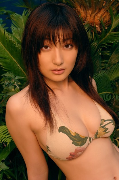 【おっぱい】グラビアアイドルとして一世風靡した熊田曜子さんのおっぱい画像がエロすぎる!【30枚】 27