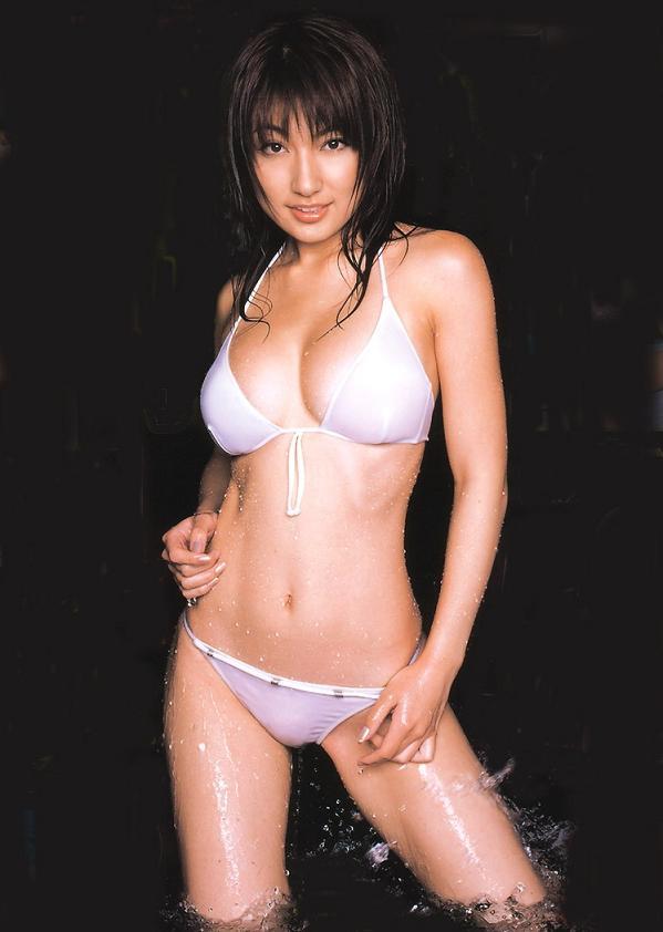 【おっぱい】グラビアアイドルとして一世風靡した熊田曜子さんのおっぱい画像がエロすぎる!【30枚】 30