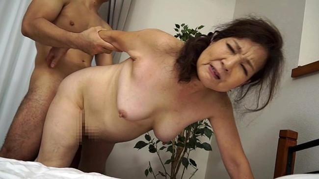 【おっぱい】お婆ちゃんになろうともセックスはまだバリバリ現役!超熟女な女性のおっぱい画像がエロすぎる!【30枚】 18