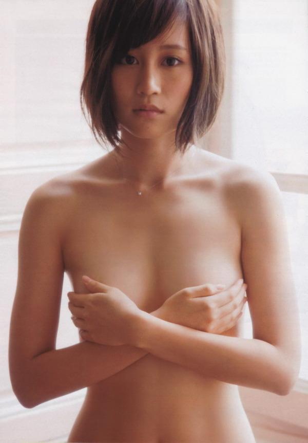 【おっぱい】おっぱいが大きくて手ブラでは収まりきれていないような女の子のおっぱい画像がエロすぎる!【30枚】 27