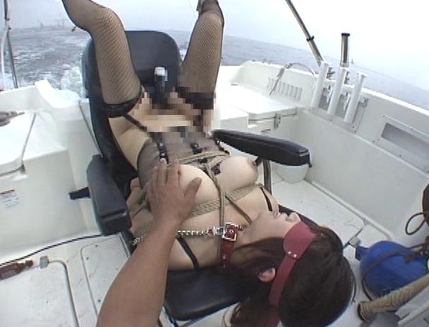 【おっぱい】開放感抜群の船の上でエッチなことをしちゃっている女の子のおっぱい画像がエロすぎる!【30枚】 24