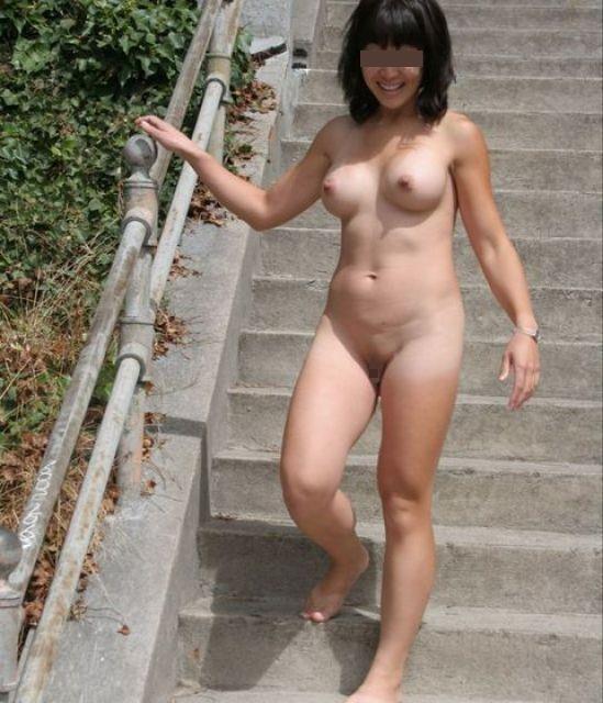 【おっぱい】素っ裸で開放感を思う存分味わう野外露出している女の子のおっぱい画像がエロすぎる!【30枚】 23