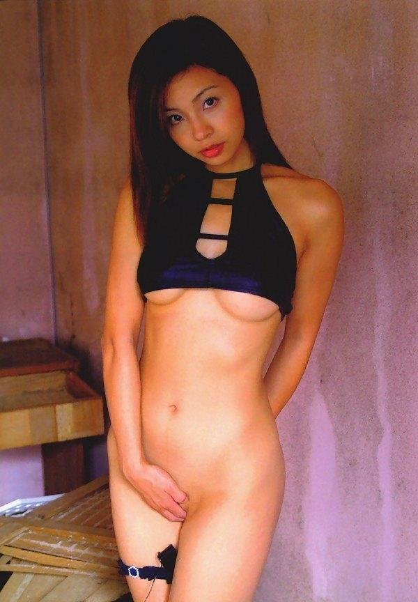 【おっぱい】M字開脚で大胆デビューしたインリン・オブ・ジョイトイのセクシー画像がエロすぎる!【30枚】 04