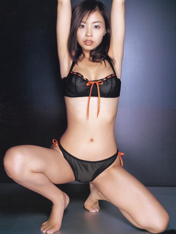 【おっぱい】M字開脚で大胆デビューしたインリン・オブ・ジョイトイのセクシー画像がエロすぎる!【30枚】 07