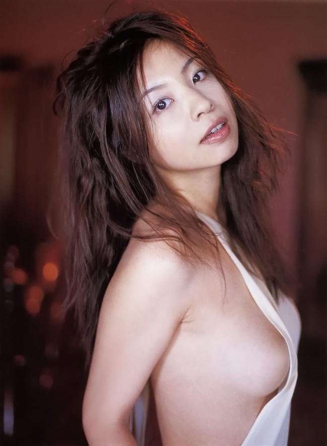 【おっぱい】M字開脚で大胆デビューしたインリン・オブ・ジョイトイのセクシー画像がエロすぎる!【30枚】 13