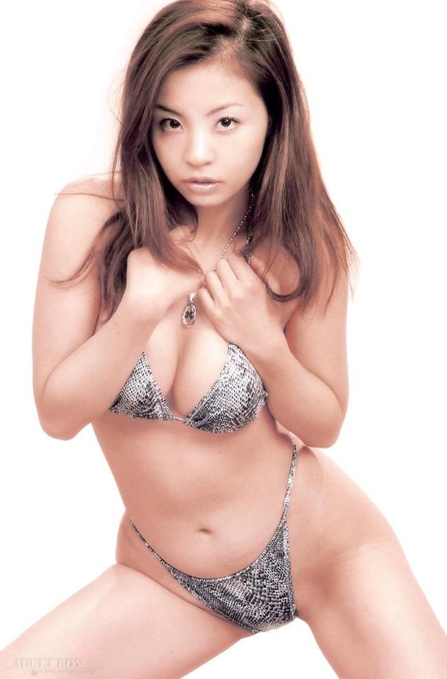 【おっぱい】M字開脚で大胆デビューしたインリン・オブ・ジョイトイのセクシー画像がエロすぎる!【30枚】 15