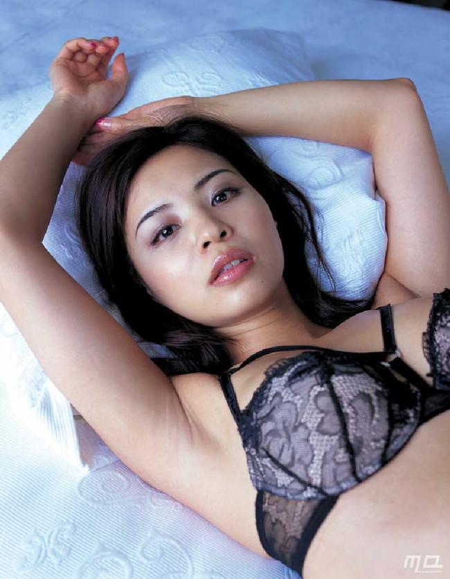 【おっぱい】M字開脚で大胆デビューしたインリン・オブ・ジョイトイのセクシー画像がエロすぎる!【30枚】 16