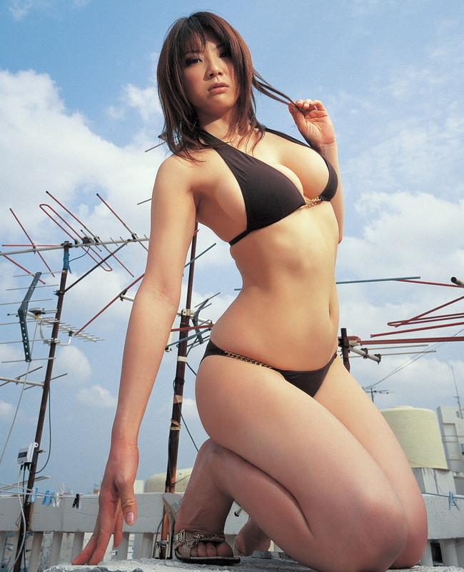 【おっぱい】Iカップで大人気だった爆乳グラビアアイドル・相澤仁美さんのおっぱい画像がエロすぎる!【30枚】 06