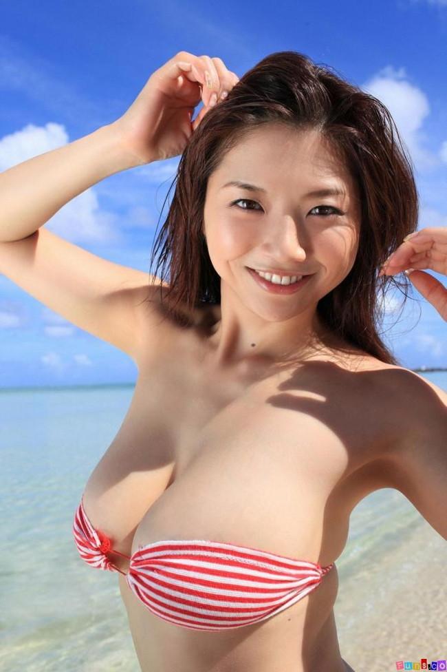 【おっぱい】Iカップで大人気だった爆乳グラビアアイドル・相澤仁美さんのおっぱい画像がエロすぎる!【30枚】 26