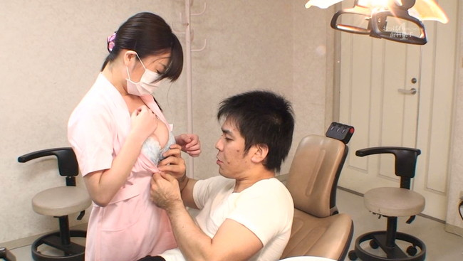 【おっぱい】エッチな治療がメインになっちゃっている歯医者さんの歯科助手さんのおっぱい画像がエロすぎる!【30枚】 04