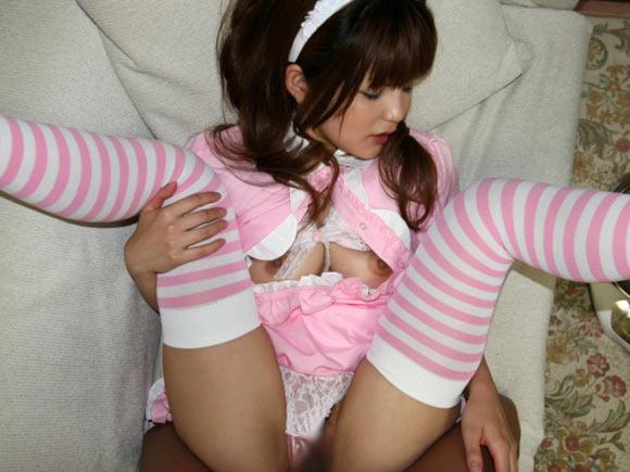 【おっぱい】メイド服姿でご主人様にエッチな御奉仕をしている女の子のおっぱい画像がエロすぎる!【30枚】 22