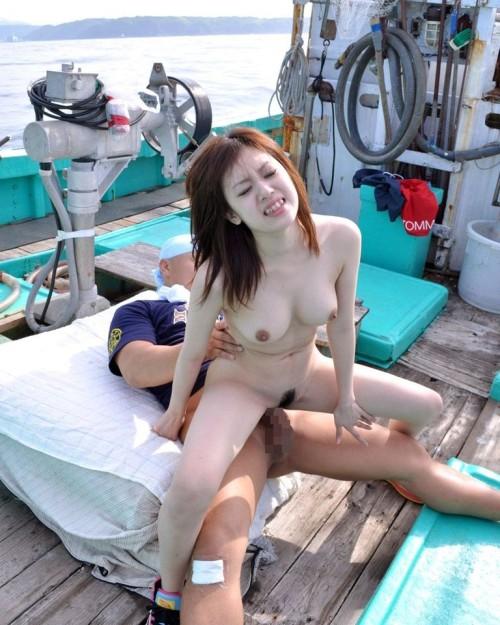 【おっぱい】野外セックス、青姦で開放感あるセックスを楽しんでいる女の子のおっぱい画像がエロすぎる!【30枚】 22