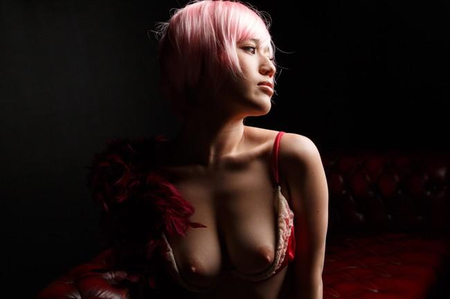 【おっぱい】サテン生地の下着などセクシーランジェリーを身につけている女の子のおっぱい画像がエロすぎる!【30枚】 25