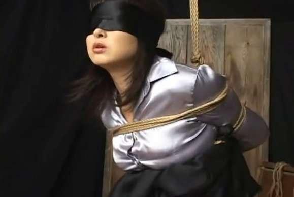【おっぱい】サテン生地の下着などセクシーランジェリーを身につけている女の子のおっぱい画像がエロすぎる!【30枚】 30