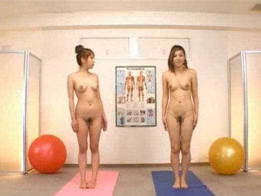 【おっぱい】勧められるがままに全裸でヨガをしちゃっている女の子のおっぱい画像がエロすぎる!【30枚】 29
