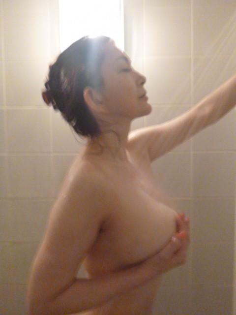 【おっぱい】シャワーを浴びている姿がものすごくエロい女の子のおっぱい画像がエロすぎる!【30枚】 22