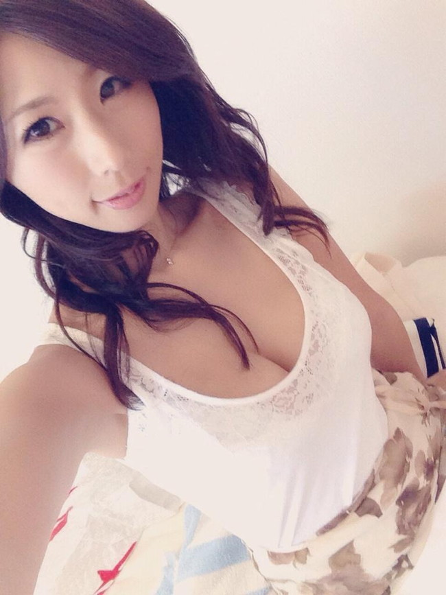 【おっぱい】Iカップで若い女の子にも負けていない!篠田あゆみさんの大きなおっぱい画像がエロすぎる!【30枚】 21