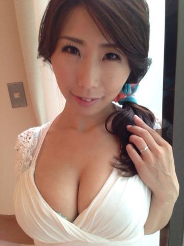 【おっぱい】Iカップで若い女の子にも負けていない!篠田あゆみさんの大きなおっぱい画像がエロすぎる!【30枚】 28