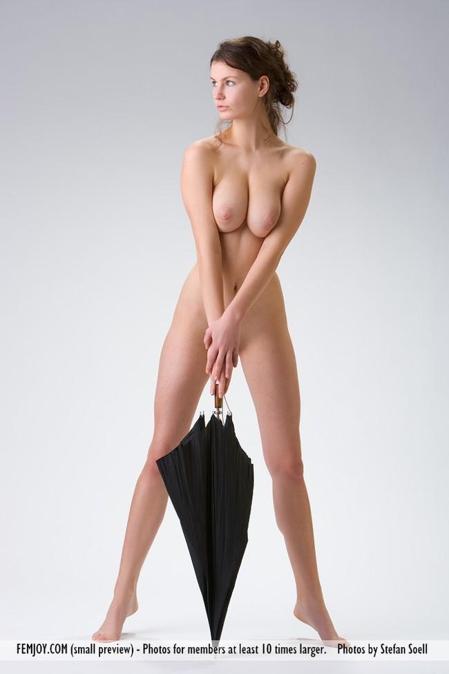 【おっぱい】茶髪をいい感じでなびかせてグラマラスボディを魅せる外国人女性のおっぱい画像がエロすぎる!【30枚】 29