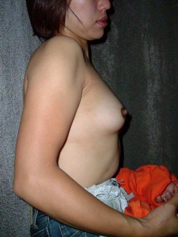 【おっぱい】乳首が黒くて経験豊富なのがわかっちゃうような女の子のおっぱい画像がエロすぎる!【30枚】 12