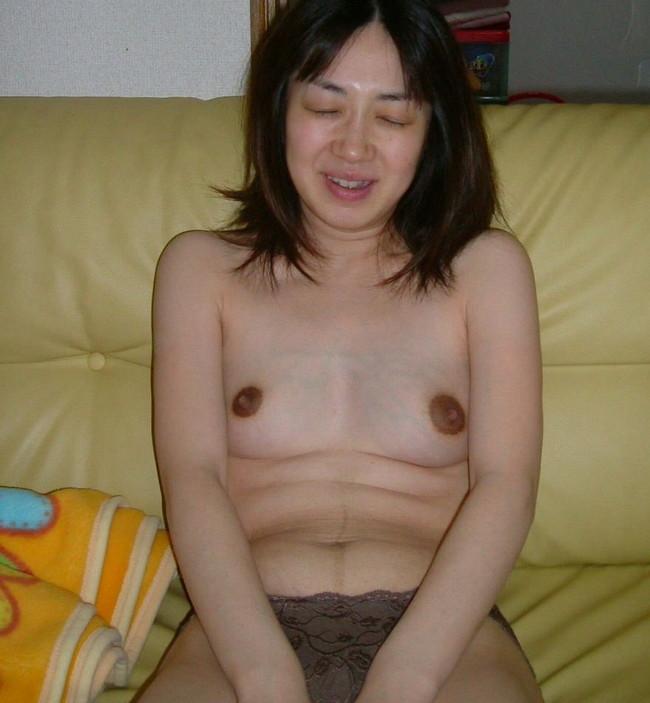 【おっぱい】乳首が黒くて経験豊富なのがわかっちゃうような女の子のおっぱい画像がエロすぎる!【30枚】 13