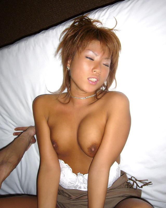【おっぱい】乳首が黒くて経験豊富なのがわかっちゃうような女の子のおっぱい画像がエロすぎる!【30枚】 14