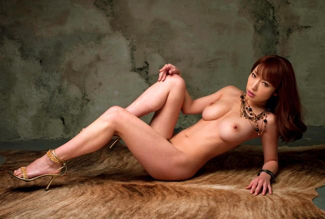 【おっぱい】裸の状態でヒールを履いてエッチな格好になっている女の子のおっぱい画像がエロすぎる!【30枚】 03