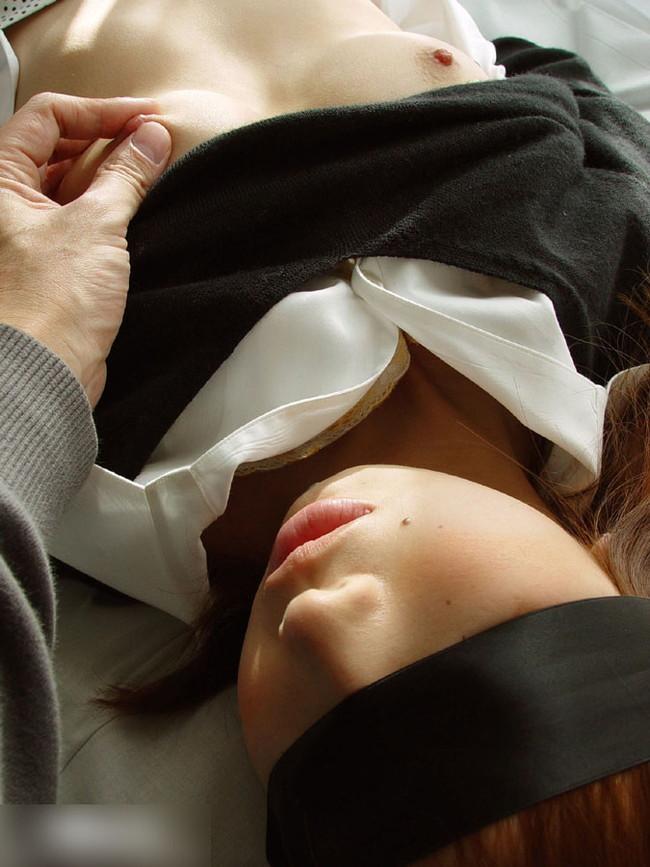 【おっぱい】アイマスクをしながらエッチなことをしちゃっている女の子のおっぱい画像がエロすぎる!【30枚】 12