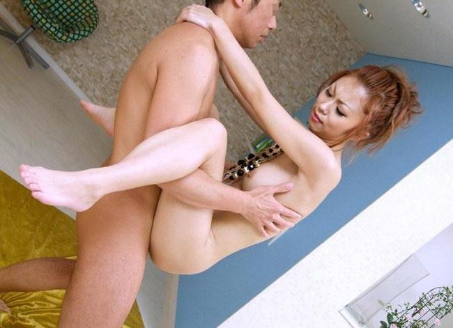 【おっぱい】奥まで入って悶絶しながら駅弁セックスを楽しんじゃっている女の子のおっぱい画像がエロすぎる!【30枚】 26
