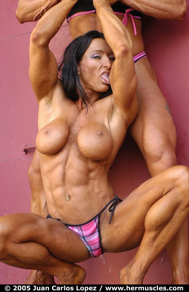 【おっぱい】マッスルボディを手に入れて筋肉隆々なボディビルダーな女性のおっぱい画像がエロすぎる!【30枚】 14
