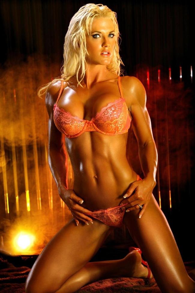 【おっぱい】マッスルボディを手に入れて筋肉隆々なボディビルダーな女性のおっぱい画像がエロすぎる!【30枚】 16