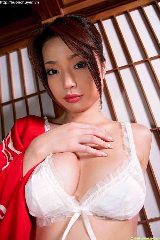 【おっぱい】Gカップの巨乳で痴女られたい女優として大人気だったかすみりさちゃんのおっぱい画像がエロすぎる!【30枚】 15